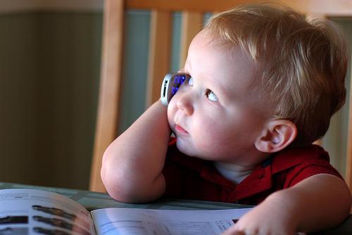 вред мобильных телефонов для детей: